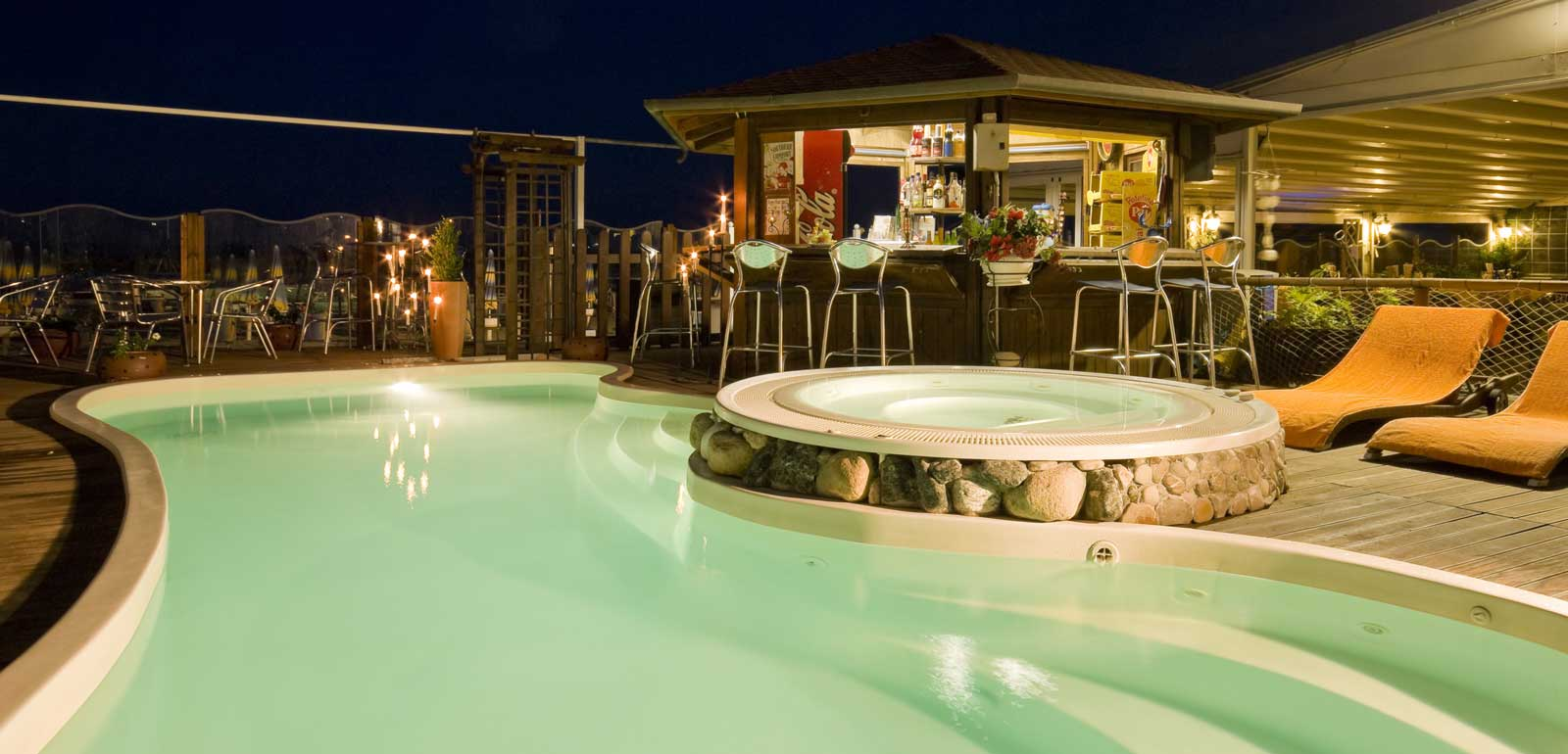 Piscina e Bar di notte, Hotel Estate